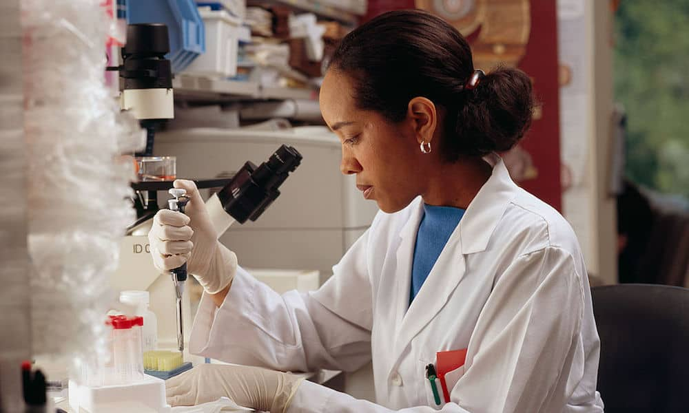african american woman working in lab